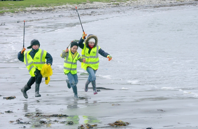 Beach Clean Fun with Rathlin Children (Keep NI Beautiful)
