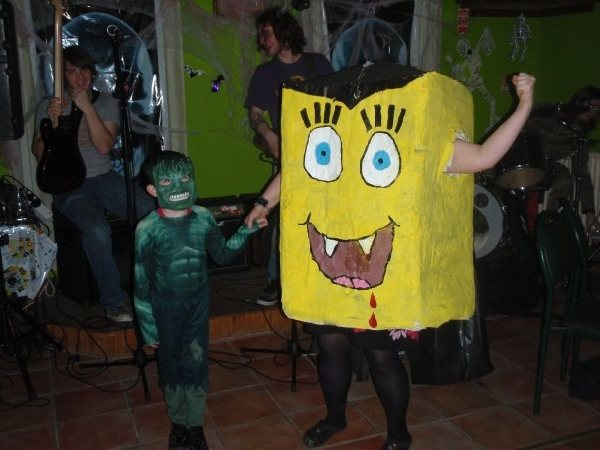 Fancy Dress Prize Winners - The Incredible Hulk (Ryan Cecil) & Spongebob Squarepants (Aoife Molloy). Photograph Marianne Green.